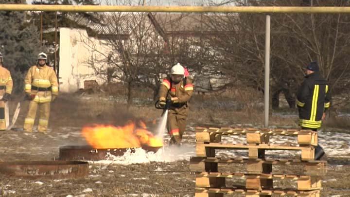 В Динском районе протестировали ранцевую установку пожаротушения «Игла»