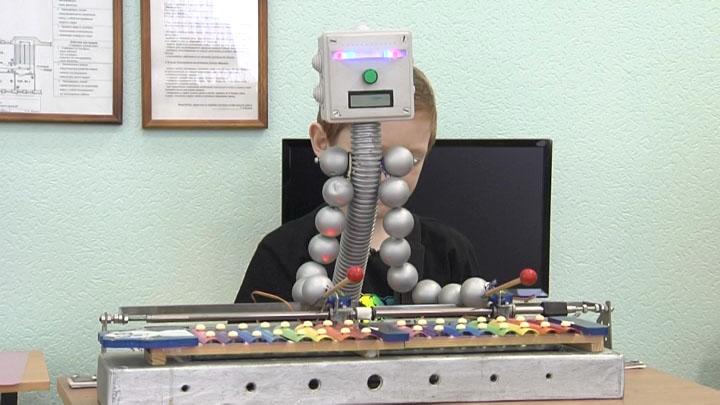 Юный изобретатель из Краснодара создал робота-музыканта