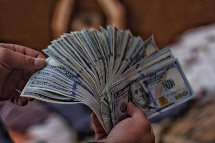 Бизнесмен из США заплатит 25 тыс. долларов тому, кто найдет ему подругу