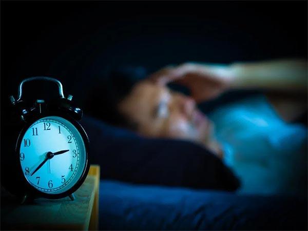 Больше знаешь — крепче спишь: малообразованные бедняки чаще страдают бессонницей