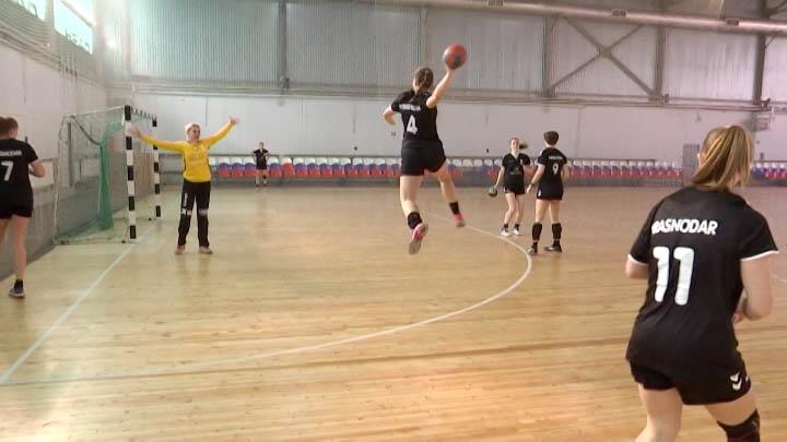 Гандболистки краснодарской детско-юношеской школы взяли золото первенства России