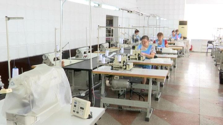 В Славянском районе трикотажная фабрика начала производить медицинские маски