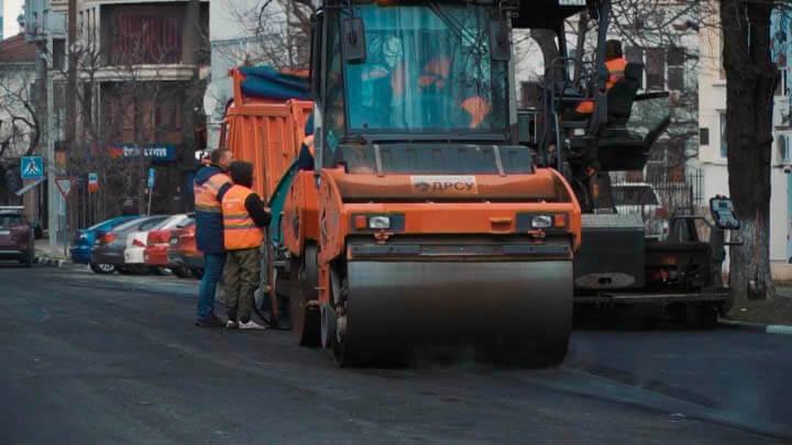 В Краснодаре на прочность проверили новый асфальтобетон для будущих дорог