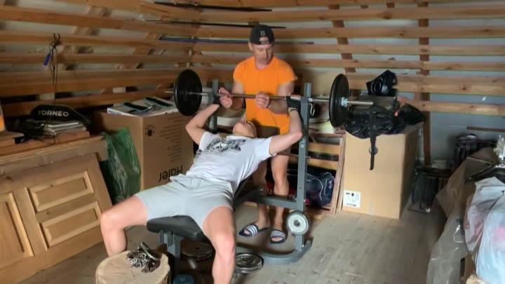 Как проводит самоизоляцию чемпион мира по прыжкам Александр Лисицын