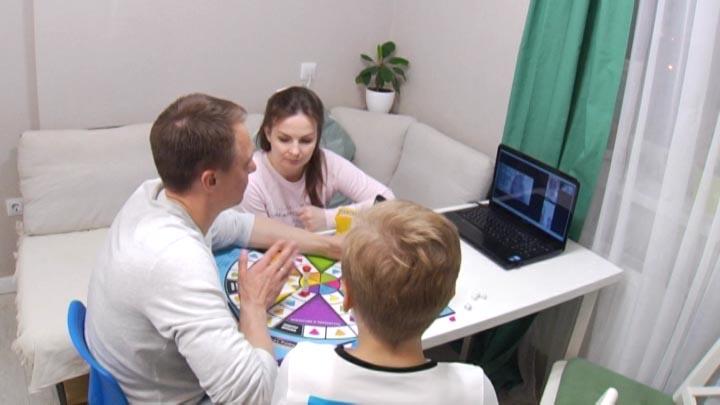 В Краснодаре семья устраивает интеллектуальные игры с подписчиками по сети
