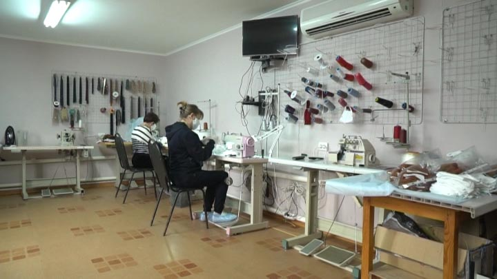 В Динском районе швейное ателье начало изготавливать защитные маски