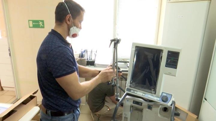 В инфекционную больницу Краснодара доставили четыре современных аппарата ИВЛ