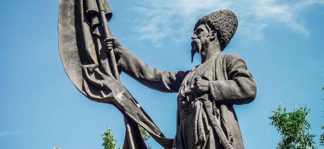 Память в камне: монумент первым казакам-переселенцам в Тамани