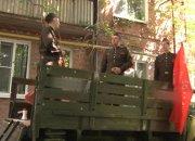 В Краснодаре ветераны стали зрителями концертов к 9 Мая во дворах своих домов