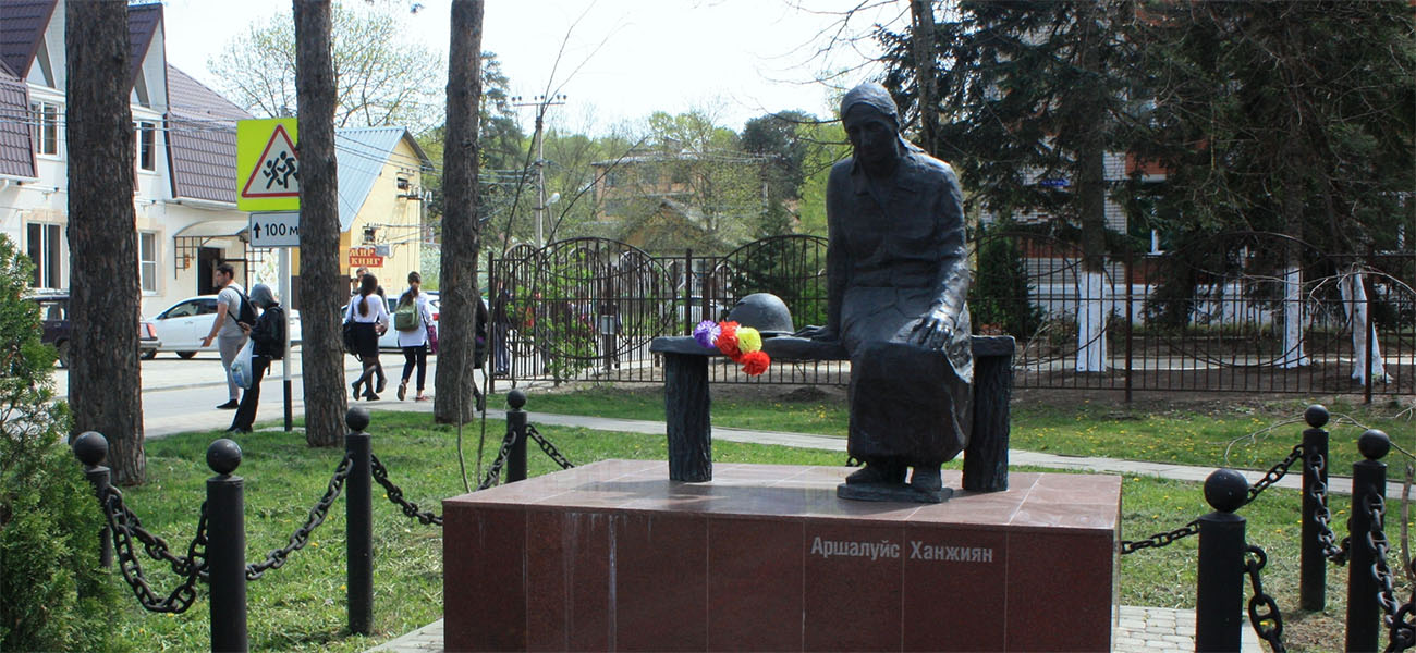 Память в камне: братская поляна Аршалуйс Ханжиян