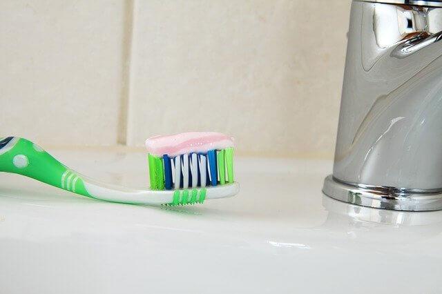 ошибки при чистке зубов, эмаль