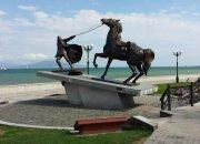 Память в камне: скульптурная группа «Исход» в Новороссийске