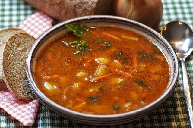 Что не стоит есть в жару? Врач назвала самый опасный для здоровья русский суп