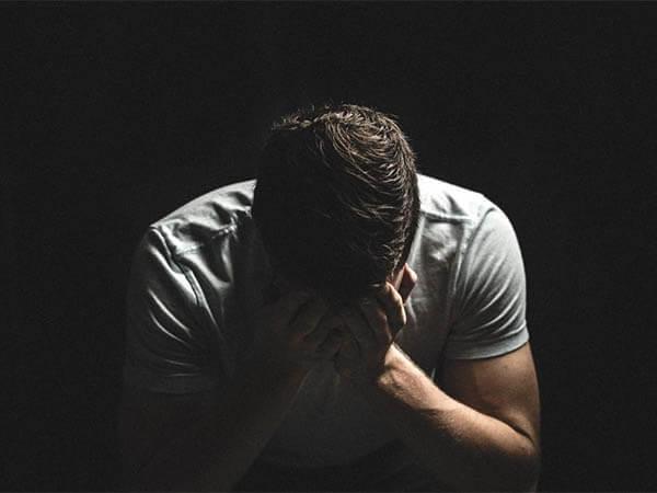 Депрессия или грусть? Как отличить плохое настроение от заболевания