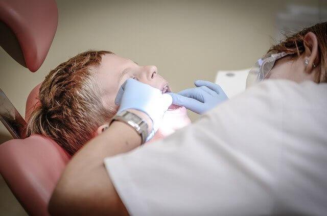 осмотр стоматолога, зубная боль