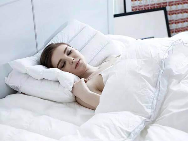 Как полноценно выспаться в жару? Советы сомнолога