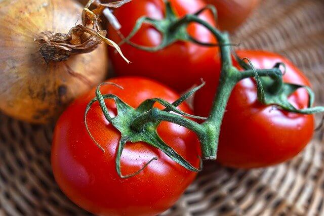 Диетолог: приготовленные помидоры полезнее свежих