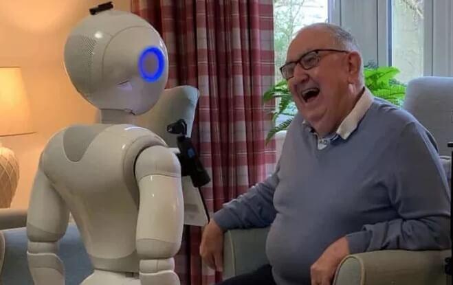 В Великобритании в домах престарелых появятся роботы-собеседники