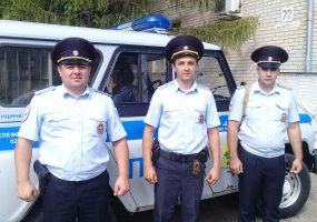 Спасли троих человек из горящей квартиры