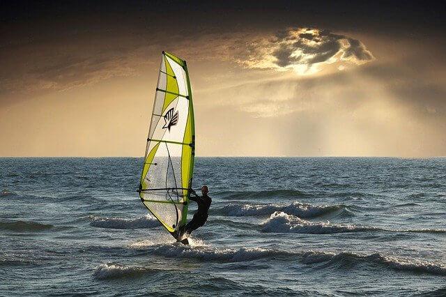 windsurfing-2298647_640