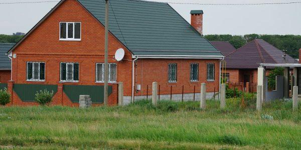 В России планируют начать программу льготной ипотеки на частные дома для молодых