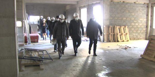 Вице-губернатор Алексеенко проинспектировал ход строительства соцобъектов в крае