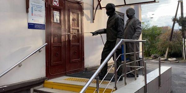 На Кубани сотрудники МЧС продолжают санобработку социально значимых объектов