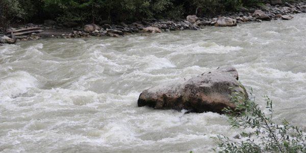 На Кубани спасатели вывели из заснеженного леса заблудившихся ночью туристов