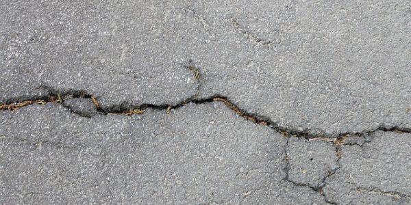 В Краснодаре на проезжей части провалился асфальт