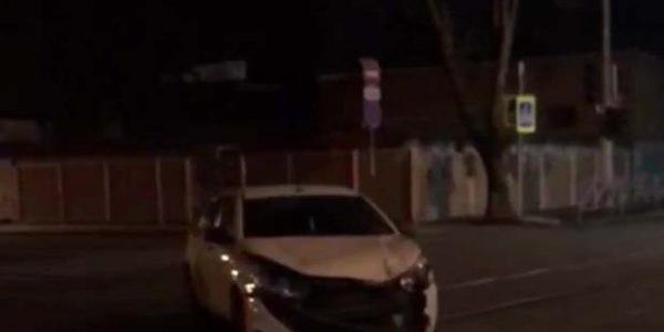В Краснодаре в ДТП попали две машины «Яндекс.Такси»