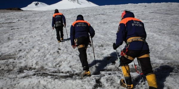 Спасатели вторые сутки ищут туриста из Краснодарского края на склоне Эльбруса