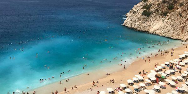 Турецкий берег накрыло волной COVID-19: ждать ли Сочи потока туристов?