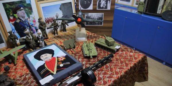 В Каневском районе открылась выставка «Шли к Великой Победе казачьего рода сыны»