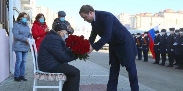 В Анапе ветерана войны Ивана Малунова поздравили со 100-летним юбилеем
