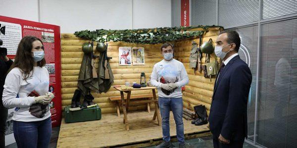 Кондратьев посетил краевой волонтерский центр в Краснодаре