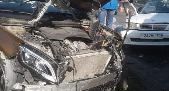 В Новороссийске после ДТП медики полчаса боролись за жизнь водителя, он погиб