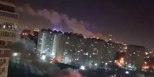 В Краснодаре на Гидрострое ночью загорелся гараж
