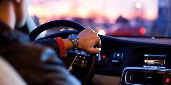 Нововведение для водителей: в РФ внесли изменения в водительские права и ПТС