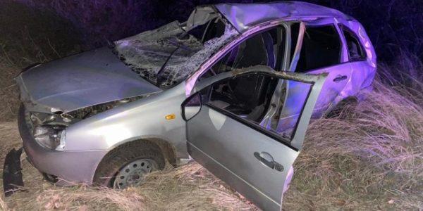 На Кубани «Калина» ночью вылетела с дороги и опрокинулась, водитель погиб