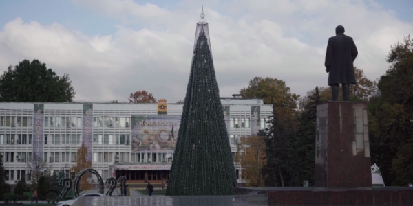 В Новороссийске в сквере имени Чайковского установят 15 декоративных елок