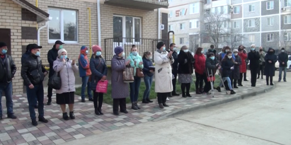 В Горячем Ключе 15 детей-сирот получили ключи от новых квартир