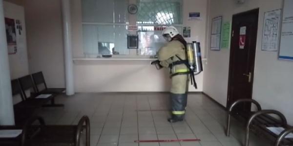 На вокзале Горячего Ключа спасатели продезинфицировали около 200 кв. метров