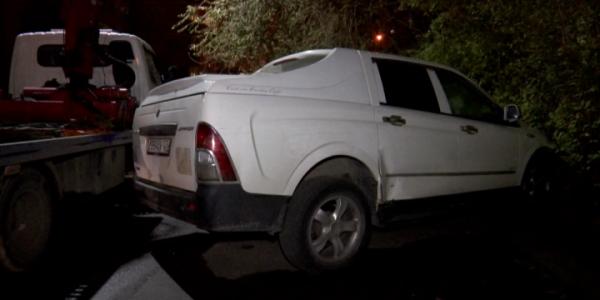 Краснодарец заперся в машине, чтобы не отдавать ее приставам за долги по ЖКХ