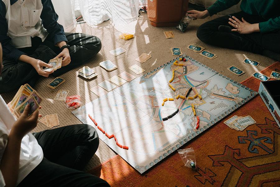 Новый Год играючи: топ-8 идей для нескучного домоседства в длинные выходные