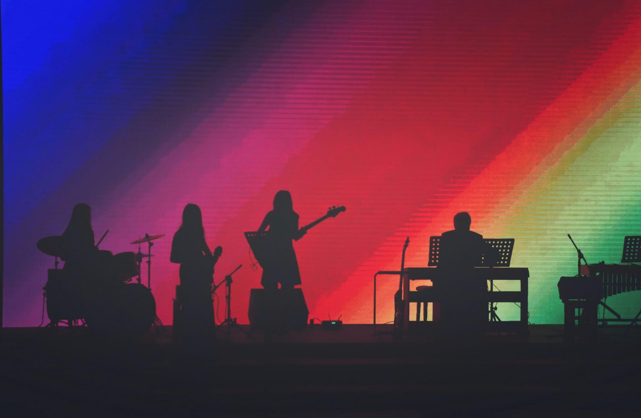 Весь мир на ладони: бесплатные новогодние онлайн-концерты и фестивали