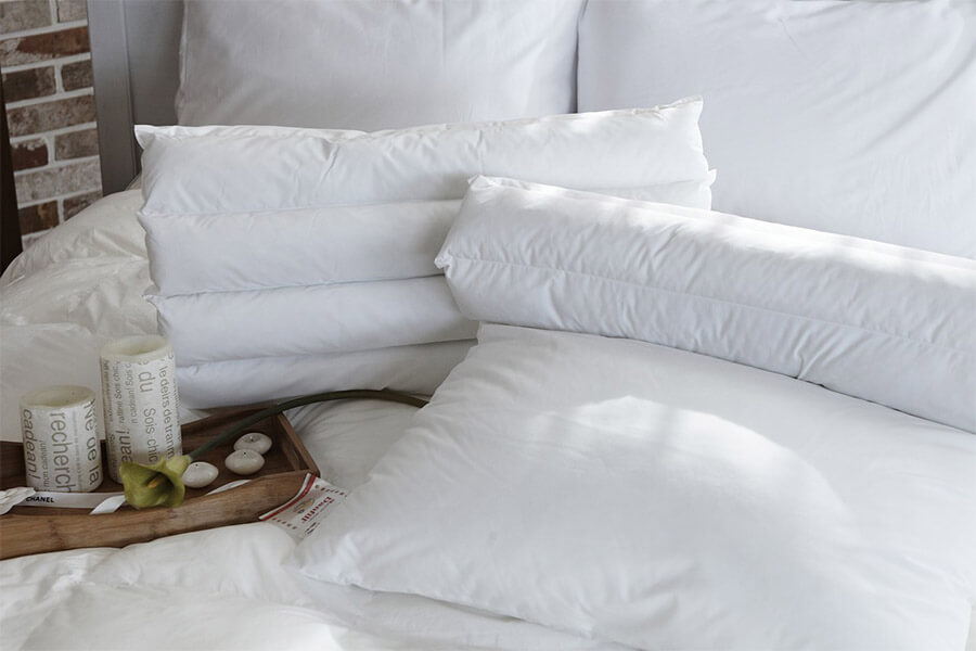 pillow-1890942_1280