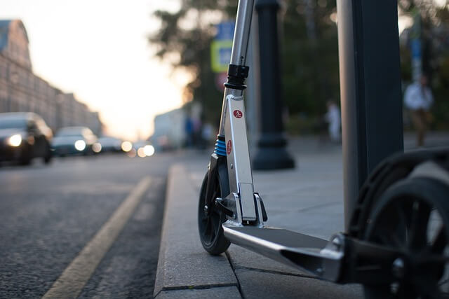 scooter-5250623_640