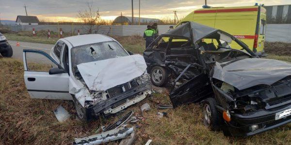 На Кубани по вине 19-летнего водителя погиб его сверстник, трое пострадали