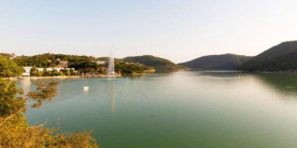 В районе озера Абрау начали реконструировать ливневку и очистные сооружения