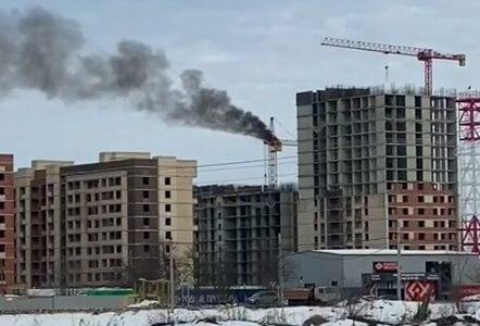 Под Краснодаром рядом с ЖК «Родные просторы» загорелся строительный кран